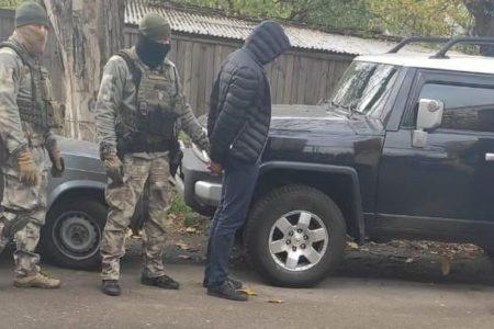 На Кіровоградщині поліцейські викрили чоловіків підозрюваних у викрадені елітних авто