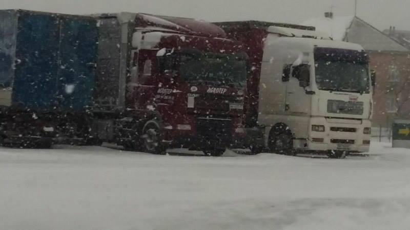 Без Купюр У Кропивницькому облаштують місця відстою вантажівок у зимовий період За кермом  зима відстій вантажівки