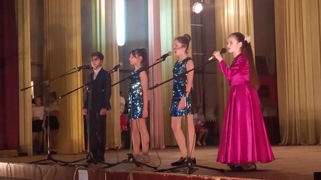 Без Купюр У Помічній під час концерту зібрали майже 23 тисячі гривень для онкохворої дівчинки Благодійність  Помічна благодійний концерт