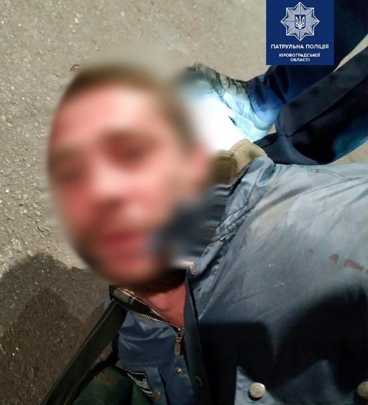 Без Купюр У Кропивницькому затримали двох чоловіків, які проникли до чужої автівки Кримінал  Патрульна поліція крадіжка
