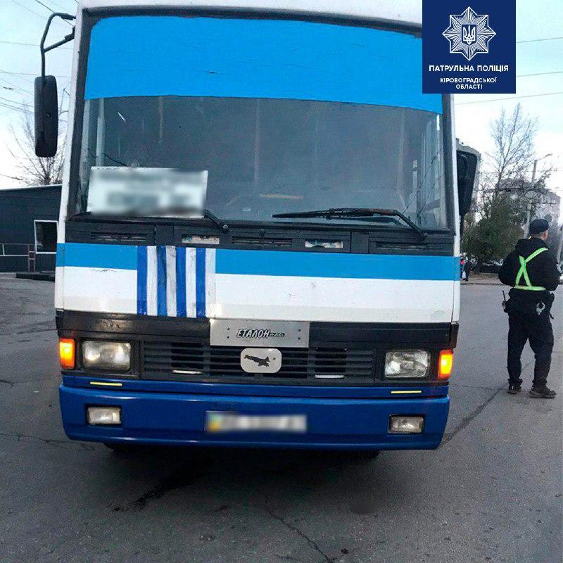 Без Купюр У Кропивницькому 80-річна бабуся потрапила під колеса автобуса За кермом  Патрульна поліція ДТП