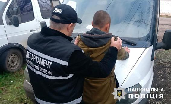 Без Купюр Мешканця Бобринця підозрюють в пропонуванні хабара поліцейському. ФОТО Кримінал  хабарництво поліція Бобринець