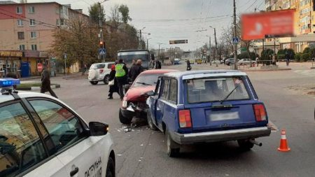 У Кропивницькому нетверезий водій спричинив потрійну ДТП. ФОТО