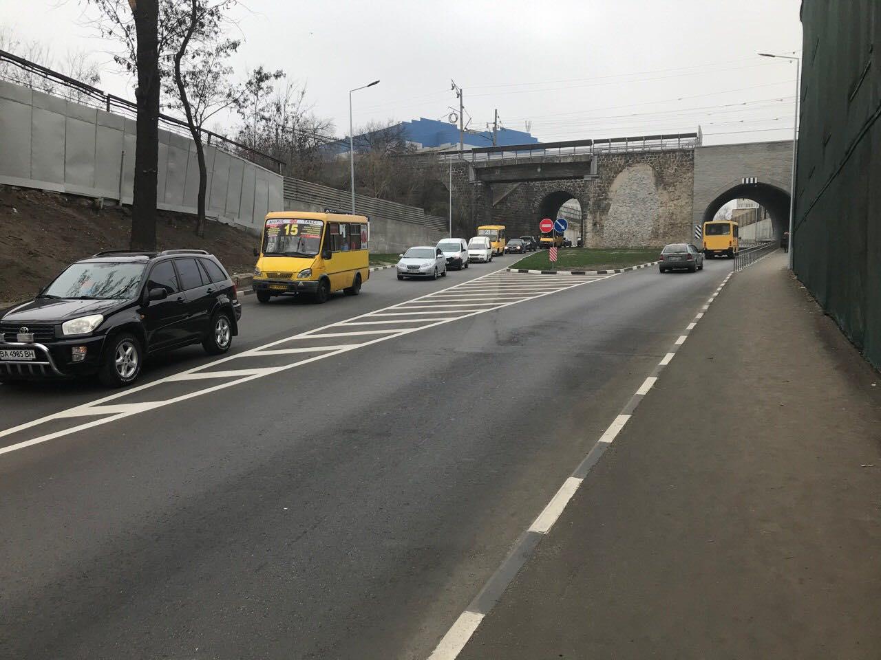 Без Купюр Ремонт мосту в Кропивницькому, що спричинив затор під аркою, триватиме до вечора За кермом  ремонт провулок Об'їзний затор