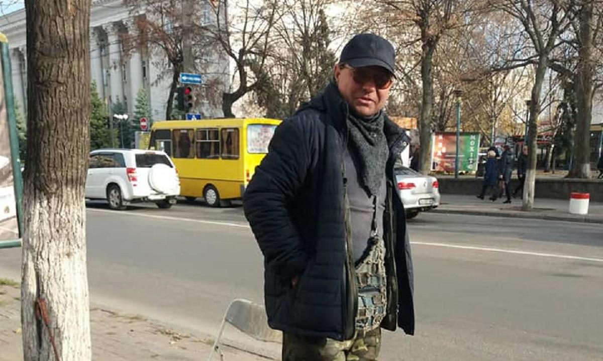 Без Купюр У Кропивницькому чоловік погрожував застрелитися, через заборону торгувати алкоголем. ВІДЕО Життя  стихійна торгівля Спецінспекція Андрій Максюта