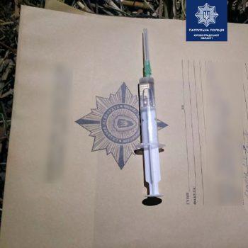 На вулицях Кропивницького поліцейські виявили у двох чоловіків  наркотичні речовини. ФОТО