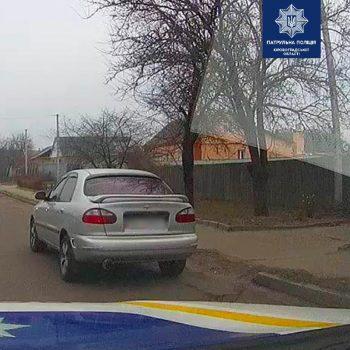 У Кропивницькому копи виявили автівку з підробними документами. ФОТО