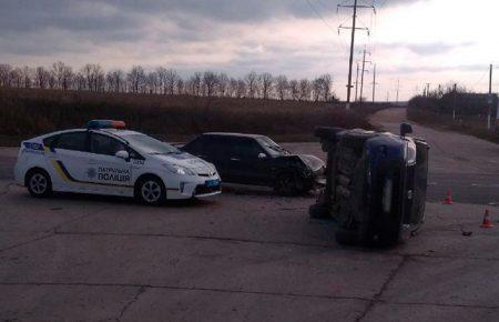 На Кіровоградщині внаслідок ДТП перекинулася автівка