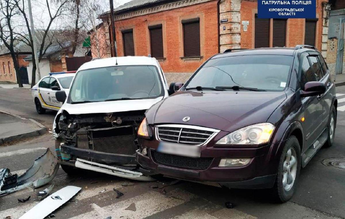 Без Купюр У Кропивницькому сталася ДТП за участі двох автомобілів За кермом  Патрульна поліція ДТП