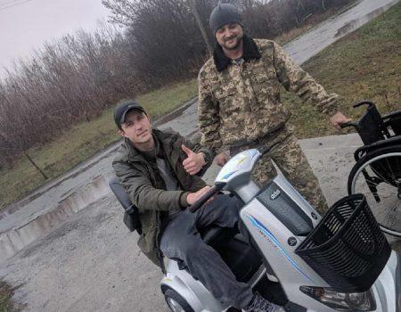 Небайдужі зібрали кошти на скутер Михайлові Берегі, який отримав тяжке поранення в АТО