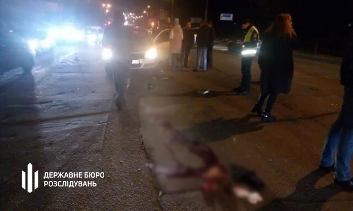Без Купюр 40-річний чоловік, якого вчора в Кропивницькому збив поліцейський, помер у лікарні За кермом  Поліцейський ДТП ДБР