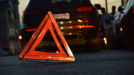 У Кропивницькому внаслідок ДТП водій випав із машини