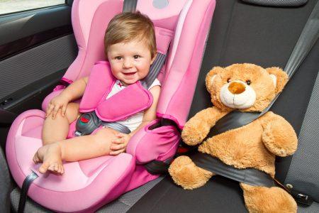 Відзавтра в Україні штрафуватимуть водіїв за перевезення дітей без автокрісла