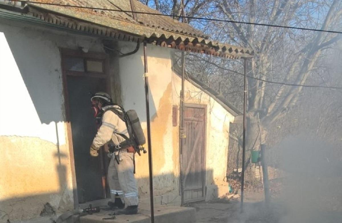 Без Купюр У Гайвороні рятувальники евакуювали чоловіка з будинку, де сталася пожежа Життя  пожежа ДСНС