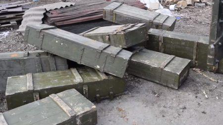 Спецпризначенці передали зоозахисникам ящики від боєприпасів під будиночки для тварин. ВІДЕО