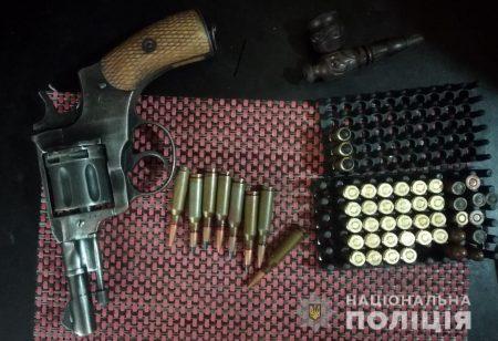 Автомати, гранати, 2500 набоїв і коноплю вилучили в жителя Олександрії. ФОТО