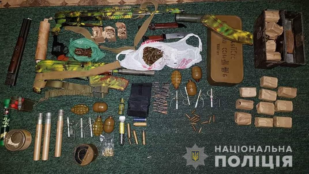 Без Купюр Автомати, гранати, 2500 набоїв і коноплю вилучили в жителя Олександрії. ФОТО Кримінал  Олександрія зброя
