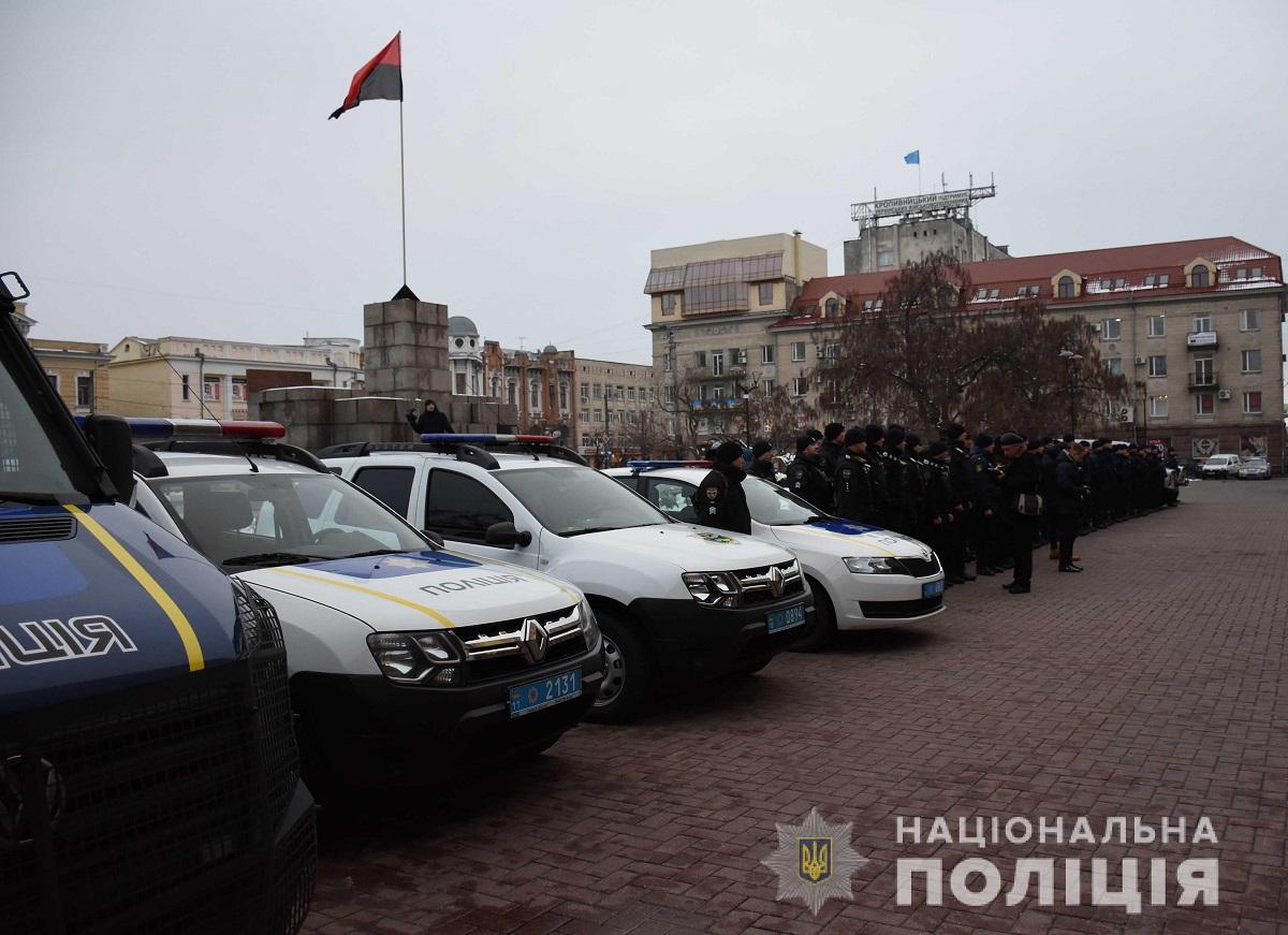 Без Купюр У Кропивницькому поліцейські разом з нацгвардійцями заступили на спільне патрулювання міста. ФОТО Події  поліція Нацгвардія