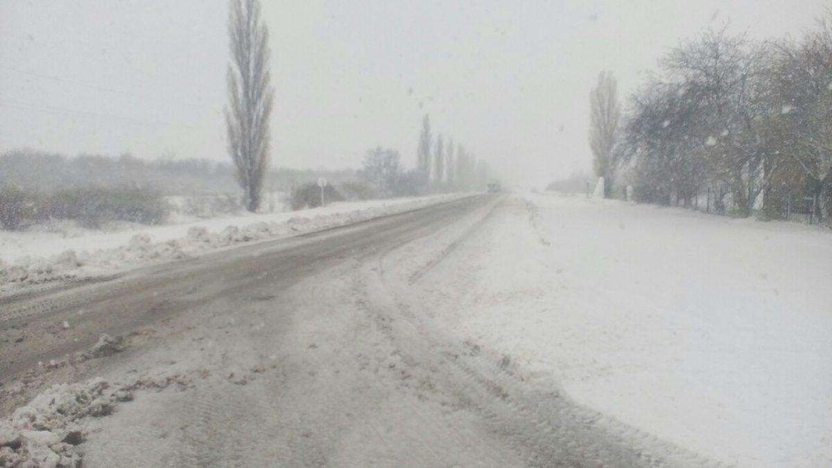 Без Купюр Дорожники звітують, що державними трасами в межах області можна проїхати За кермом  снігопад служба автомобільних доріг дороги