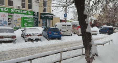 У центрі Кропивницького хочуть обмежити паркування на узбіччях взимку
