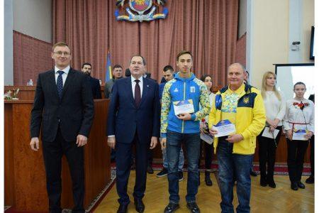 У Кропивницькому іменними стипендіями відзначили двадцять кращих спортсменів та їхніх тренерів