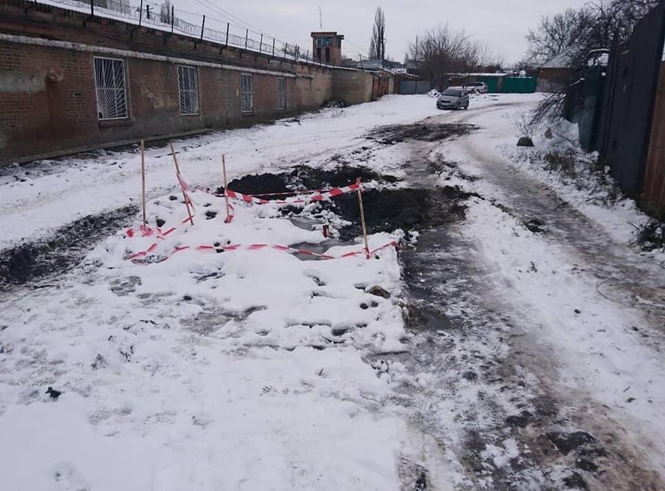 Без Купюр У Кропивницькому колесо сміттєвоза провалилось під землю. ФОТО Життя  Кропивницький Екостайл