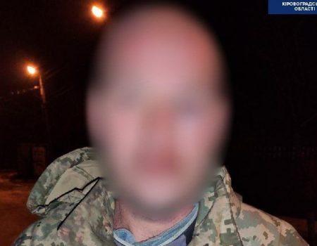 У Кропивницькому побили людину через зауваження за викинутий з вікна пакет сміття. ВІДЕО