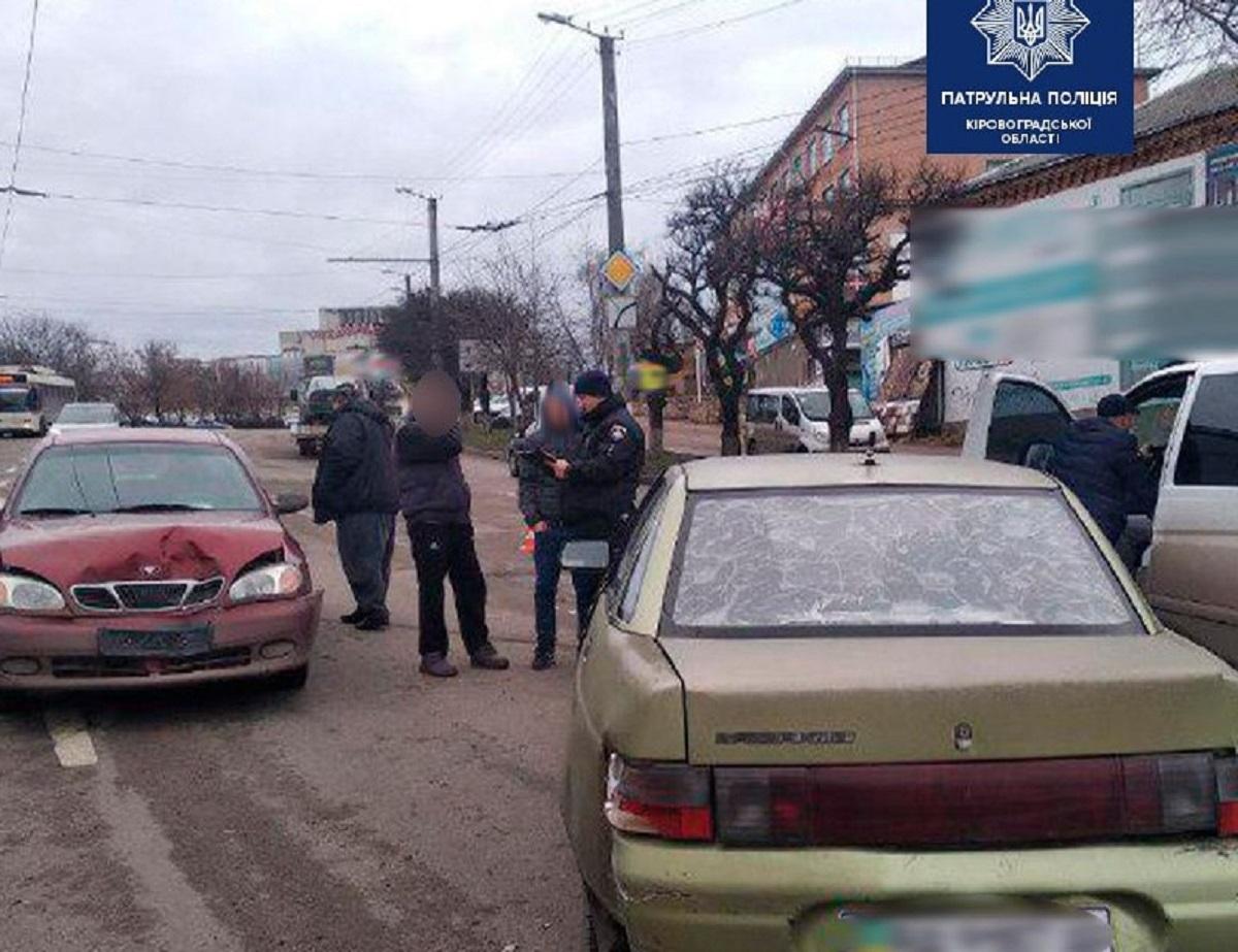 Без Купюр У центрі Кропивницького зіткнулися 3 авто За кермом  Кропивницький ДТП