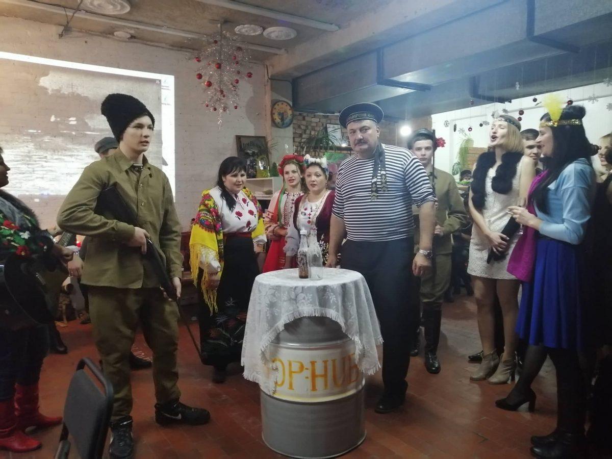 """Без Купюр У """"Krop:Hub"""" відбулася новорічна вечірка у стилі 20-років минулого століття. ФОТО Iстфактор  Кропивницький Вечірка Krop:Hub"""
