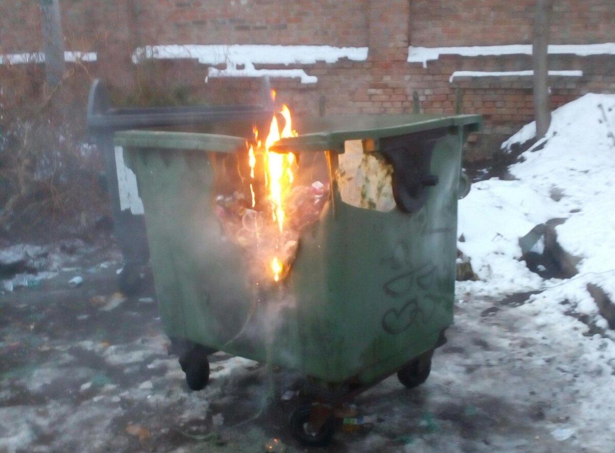 Без Купюр У центрі Кропивницького горів контейнер. ФОТО Життя  сміття пожежа