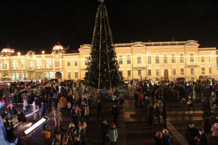 Відкриття міської ялинки в Кропивницькому: свято на площі, затор – на дорозі. ФОТО