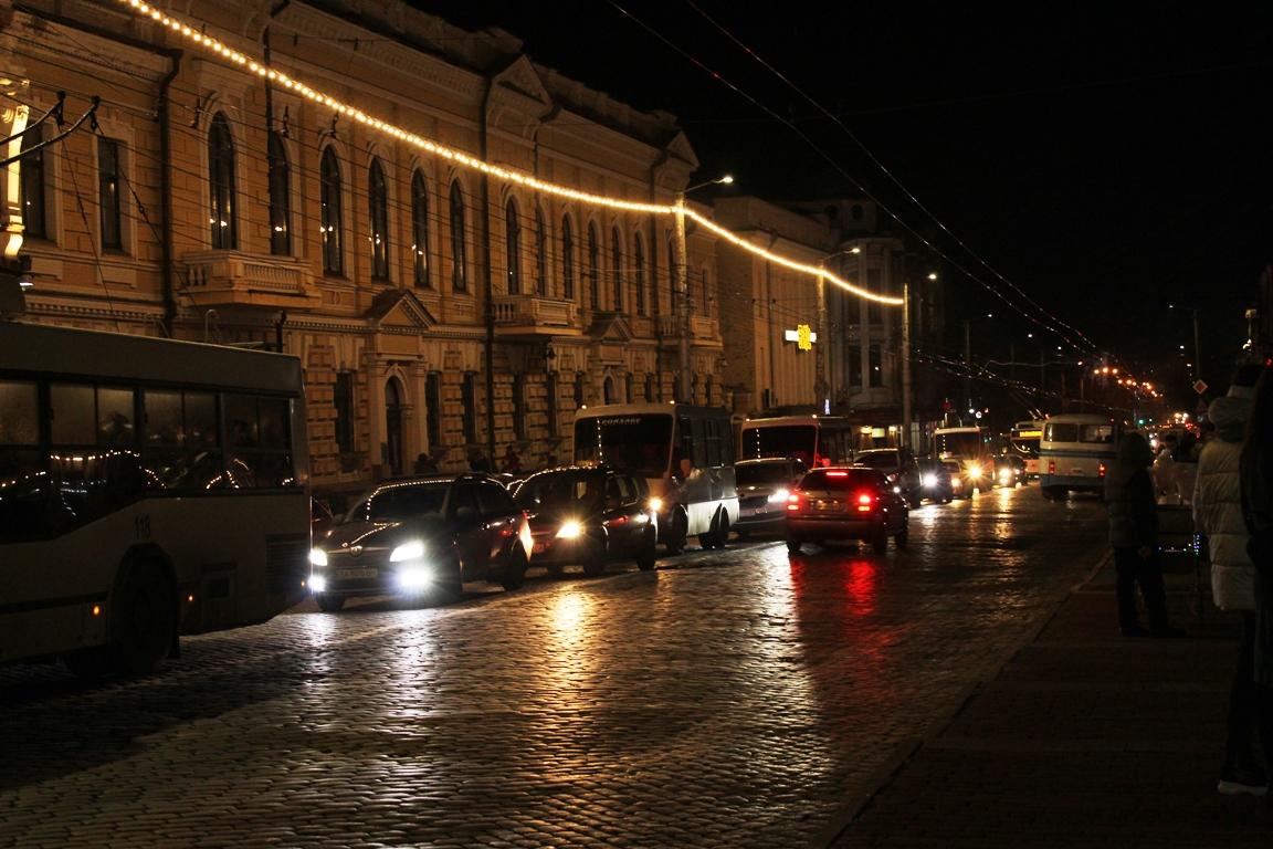 Без Купюр Відкриття міської ялинки в Кропивницькому: свято на площі, затор - на дорозі. ФОТО Події  ялинка Кропивницький затор