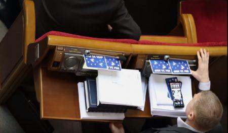 Колишній очільник Кіровоградщини Сергій Ларін придумав ноу-хау для голосування в парламенті. ВІДЕО