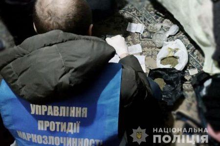 У Кропивницькому затримали жінку за підозрою у збуті наркотиків