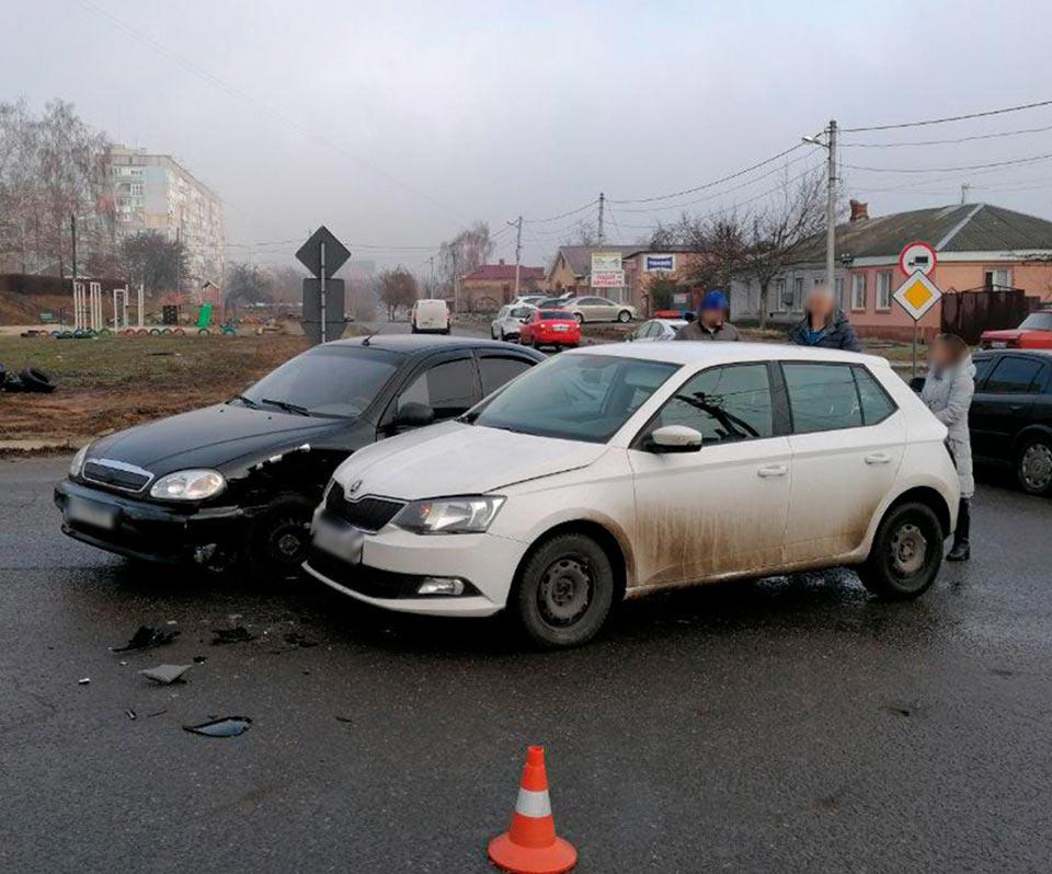 Без Купюр У Кропивницькому зіткнулися два автомобілі. ФОТО За кермом  Кропивницький ДТП