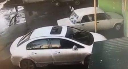У Кропивницькому водія, який мало не в'їхав у дитину біля під'їзду, позбавили водійських прав. ВІДЕО