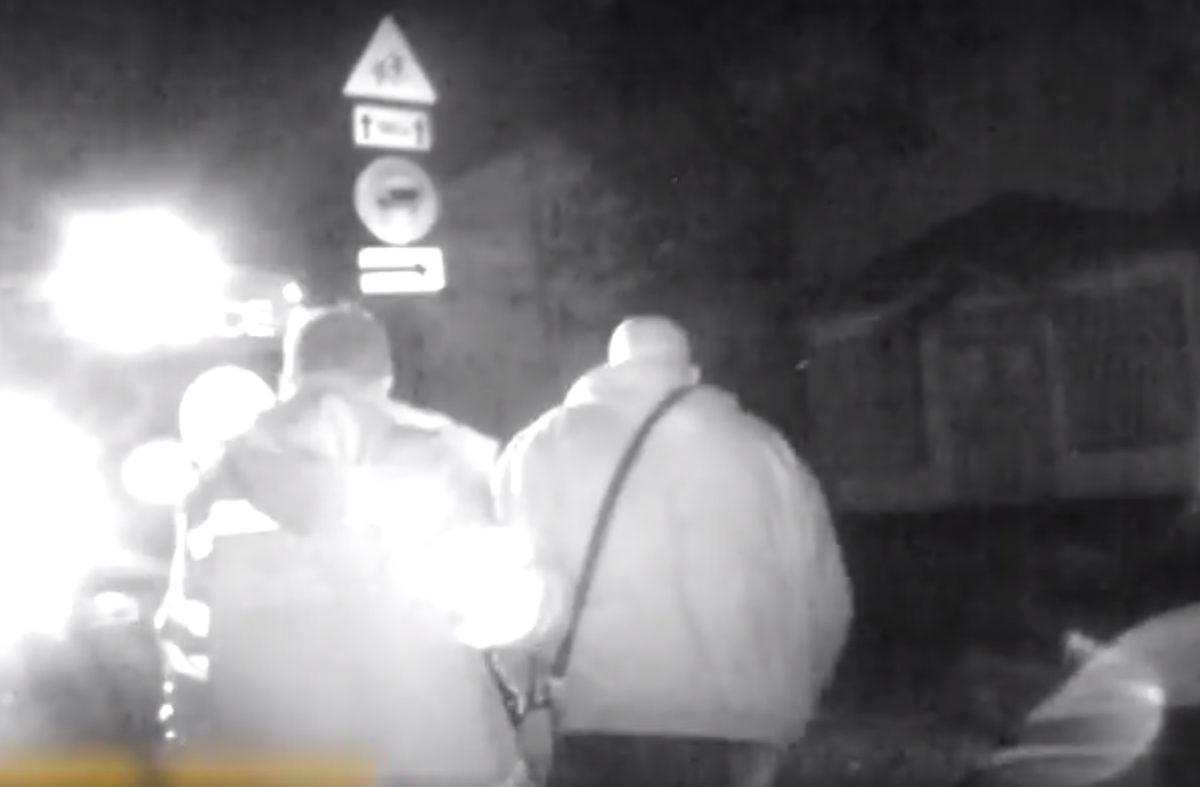Без Купюр У Кропивницькому 73-річному водієві серед ночі стало зле за кермом. ВІДЕО Життя  швидка допомога патрульні