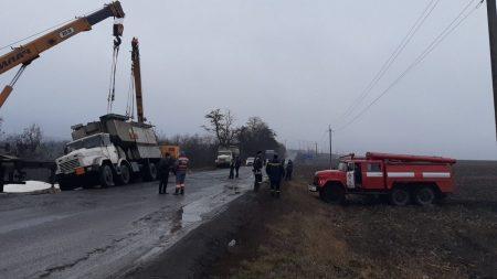 На Кіровогращині перекинулася вантажівка. ФОТО