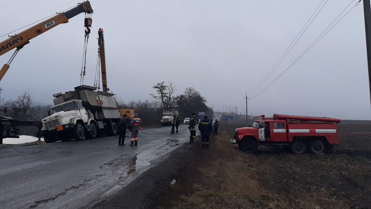 Без Купюр На Кіровогращині перекинулася вантажівка. ФОТО За кермом  ДТП вантажівка