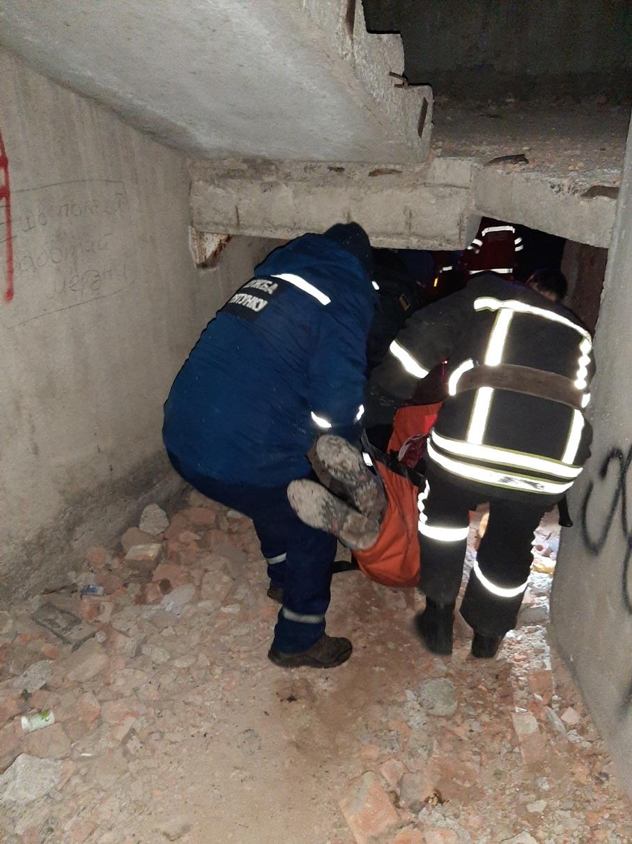 Без Купюр У Кропивницькому чоловік упав у шахту ліфта. ФОТО Події  ліфт ДСНС 2020 рік