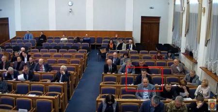 Депутати Кіровоградської облради за 12 хвилин накнопкодавили 28 разів