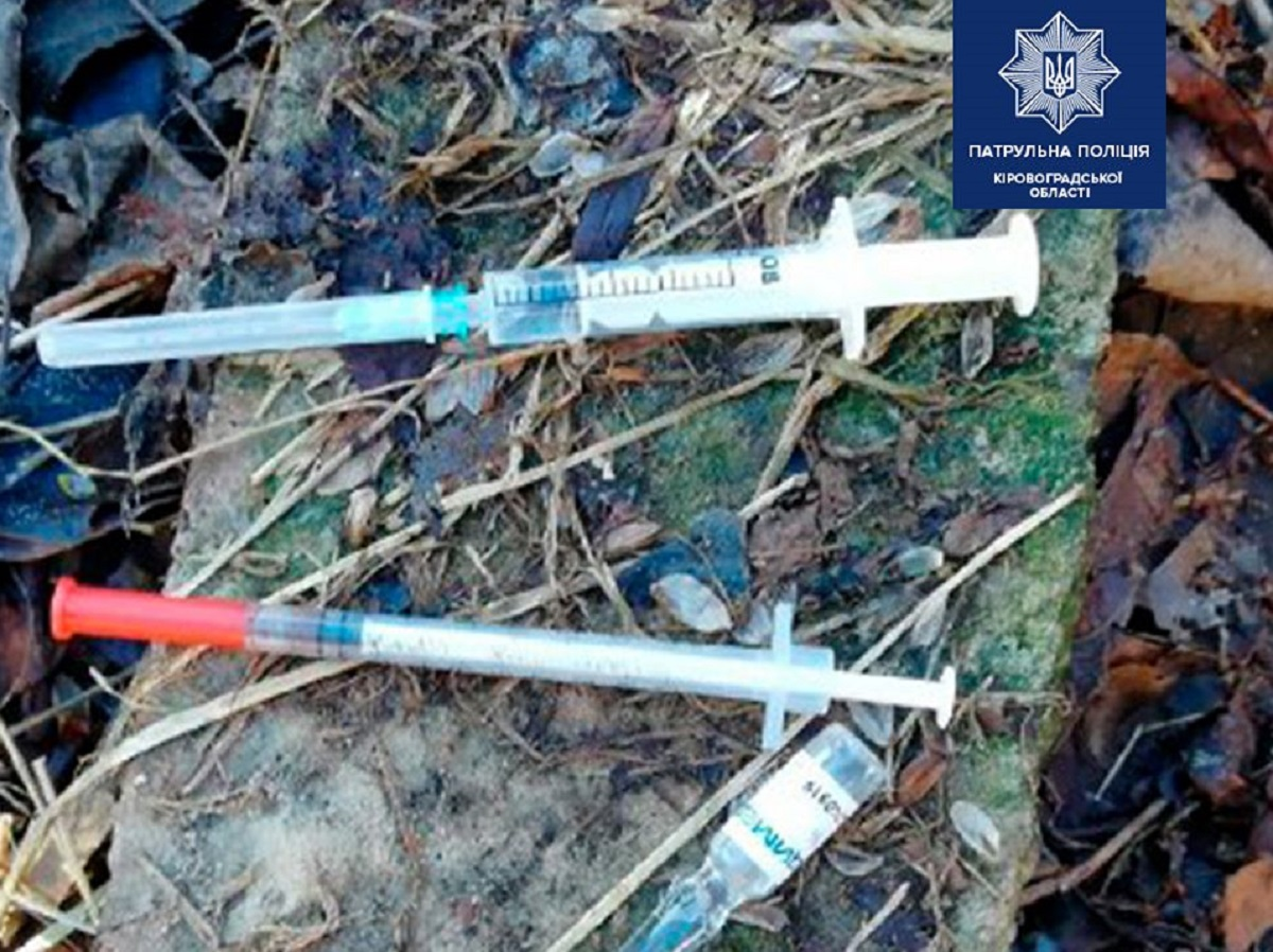 Без Купюр У трьох чоловіків у Кропивницькому патрульні знайшли наркотики Кримінал  Патрульна поліція наркотики 2020 рік