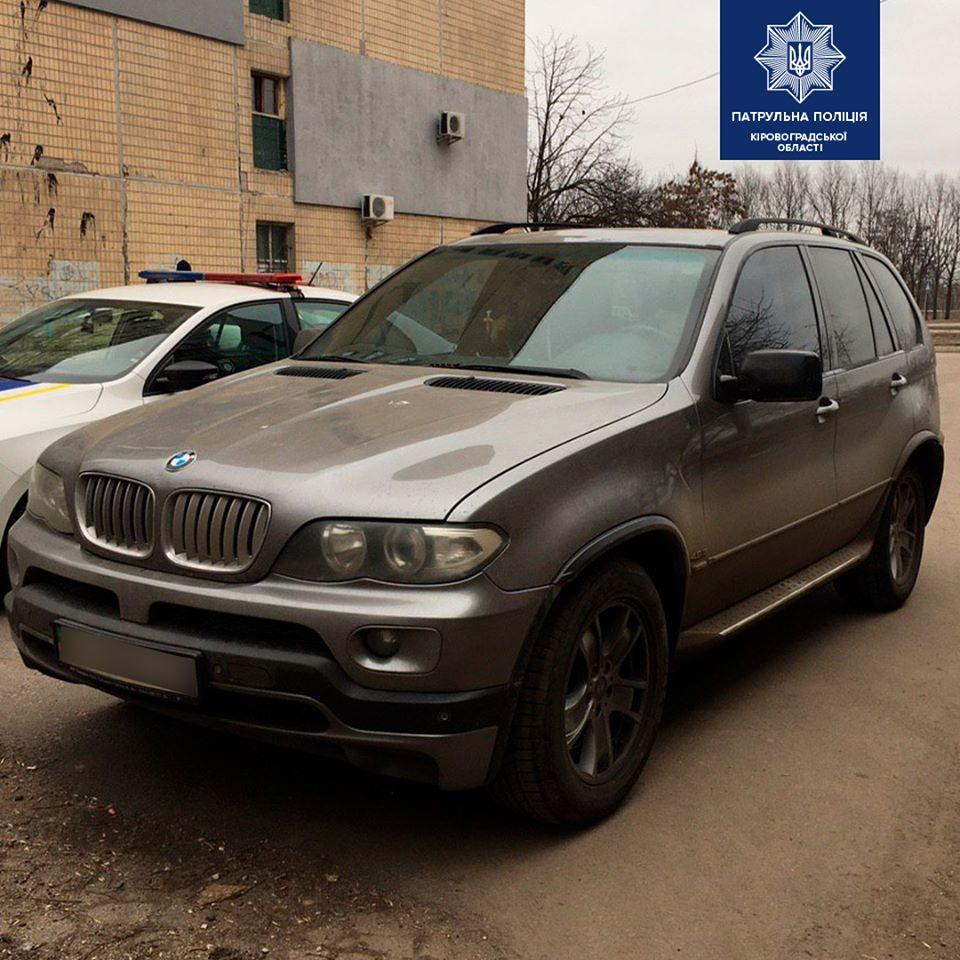 """Без Купюр У Кропивницькому патрульні виявили автомобіль-""""двійник"""" За кермом  підробка Патрульна поліція 2020 рік"""