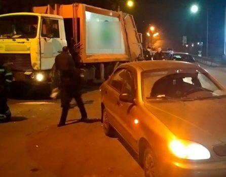 """У Кропивницькому зіткнулись вантажівка """"Екостайлу"""" та легковик"""
