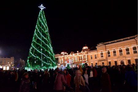 У Кропивницькому на площі Героїв Майдану хотіли вкрасти новорічні інсталяції.