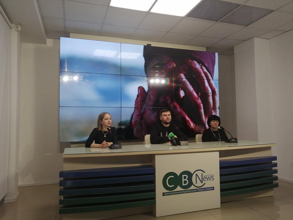 Без Купюр У Кропивницькому презентували документальний фільм про лінгвоцид в Україні Події  соловей співає Інна Тільнова 2020 рік