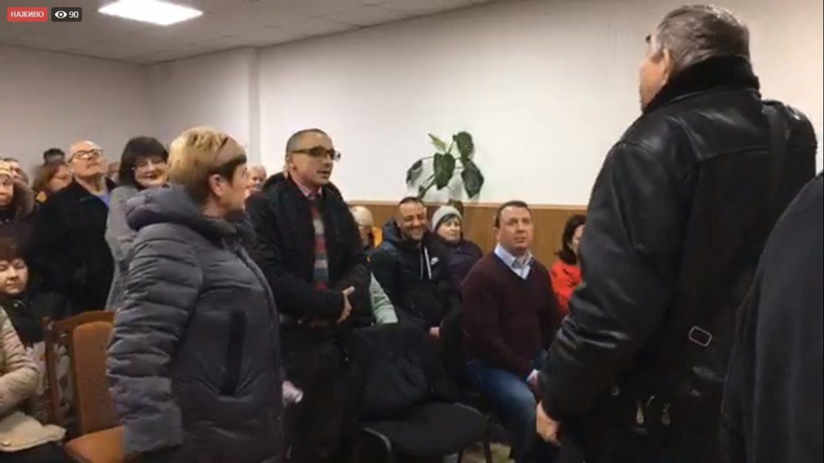 Без Купюр Аби провести засідання сесії Новенської селищної ради, викликали поліцію Події  селище Нове приєднання 2020 рік