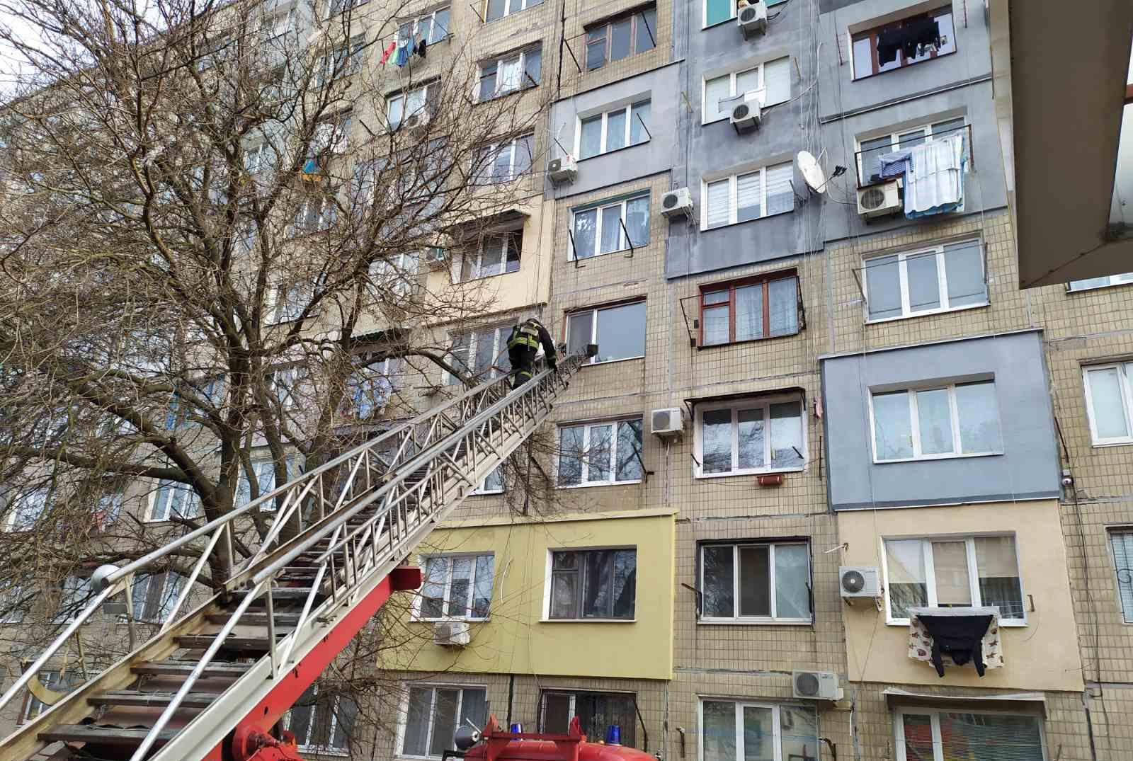 Без Купюр У Кропивницькому рятувальники відкрили квартиру, в якій зачинилась дитина. ФОТО Життя  замкнулась дитина ДСНС 2020 рік