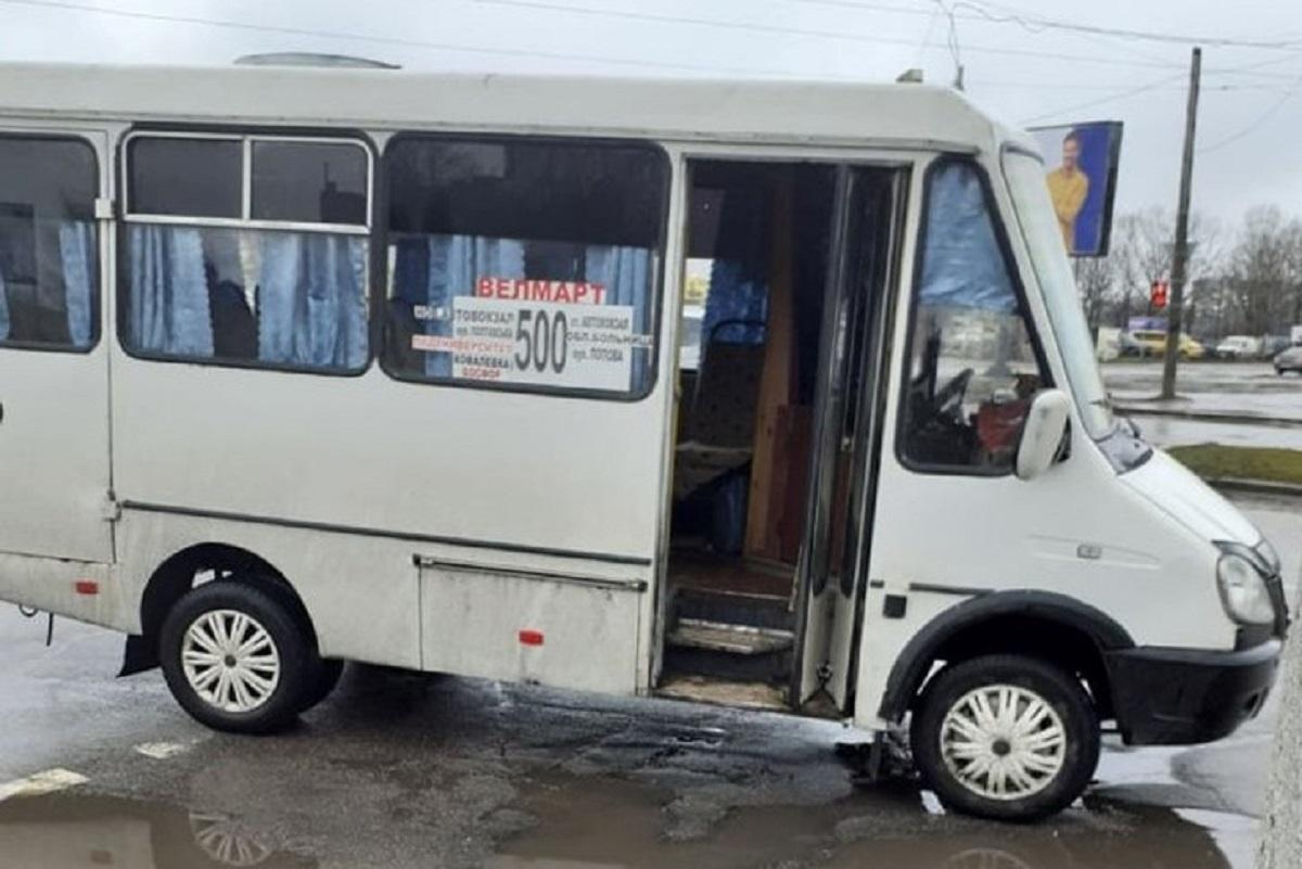 Без Купюр На перехресті у Кропивницькому маршрутка збила жінку За кермом  пішоходи маршрутка ДТП 2020 рік