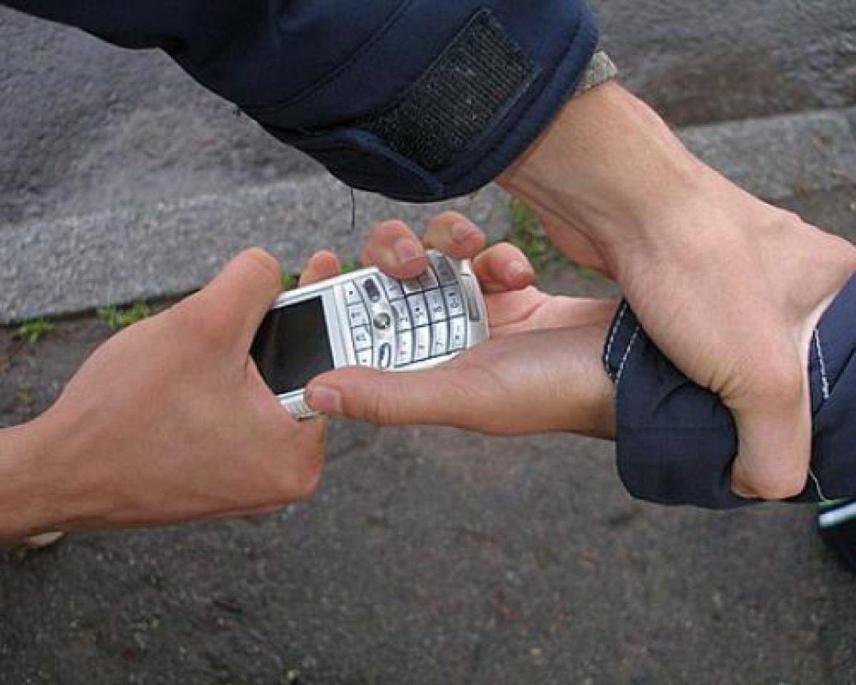 Без Купюр У Кропивницькому затримали чоловіка, який пограбував хлопчика у під'їзді Кримінал  пограбування крадійка телефонів 2020 рік
